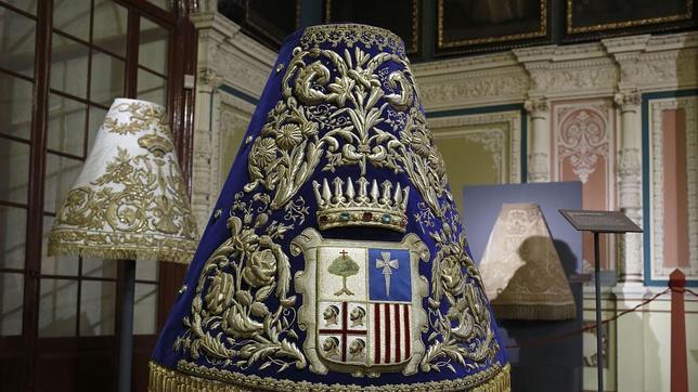 El millonario tesoro de los mantos de la Virgen del Pilar