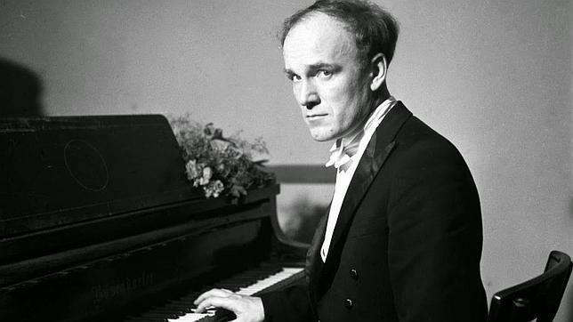 Richter, ante su piano, en una imagen antigua