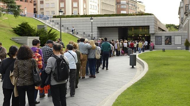 Colas durante todo el día en el Museo del Prado, que reinó en la jornada de gratuidad por la Fiesta Nacional