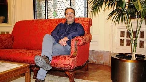 El alcalde de Zamora se gasta 2.000 euros en tapizar un sof? en rojo por la 'nueva situaci?n'