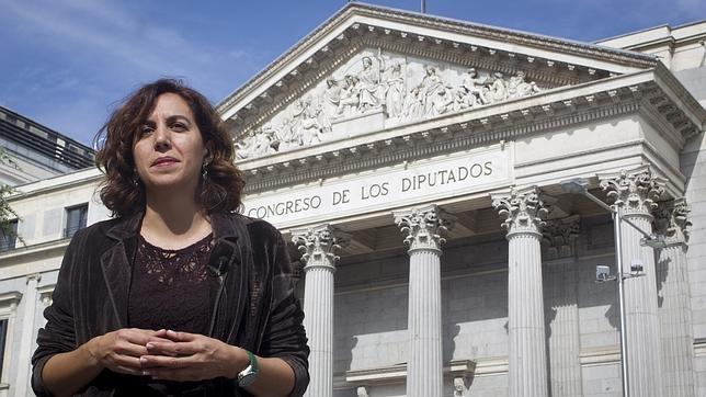 Irene Lozano frente al Congreso de los Diputados.