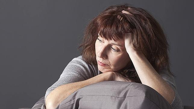 Las alteraciones del ánimo es un síntoma típico de la menopausia debido a la pérdida de estrógenos
