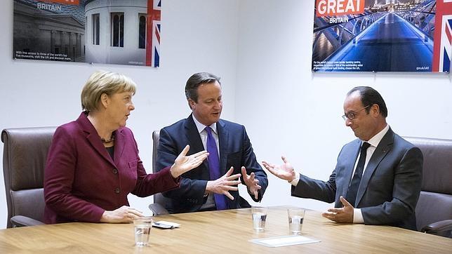 Angela Merkel, David Cameron y François Hollande, en Bruselas