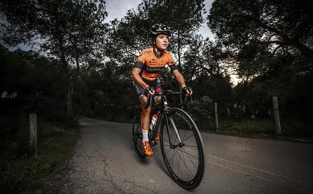 Cristina Martínez Bonafé asciende progresivamente en el ciclismo