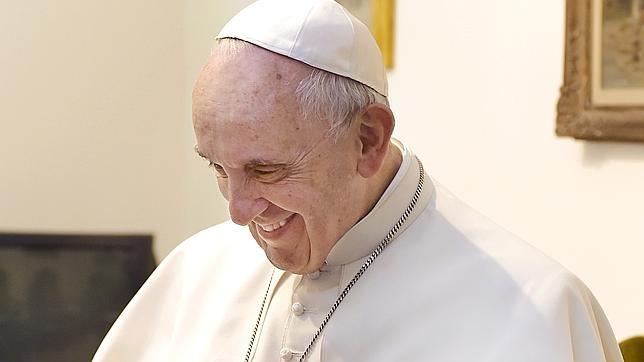 El Papa se pone las manos en el pecho cuando asegura que lleva a China en el corazón, después de que los jesuitas fueran expulsados de este país hace dos siglos