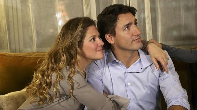 Justin Trudeau sigue con su mujer el resultado de las elecciones