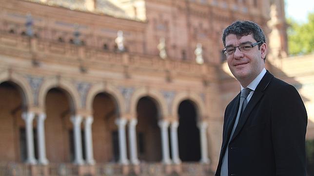 Álvaro Nadal durante una entrevista