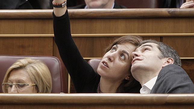 Irene Lozano junto a Toni Cantó en el primer pleno de la legislatura que ahora termina.