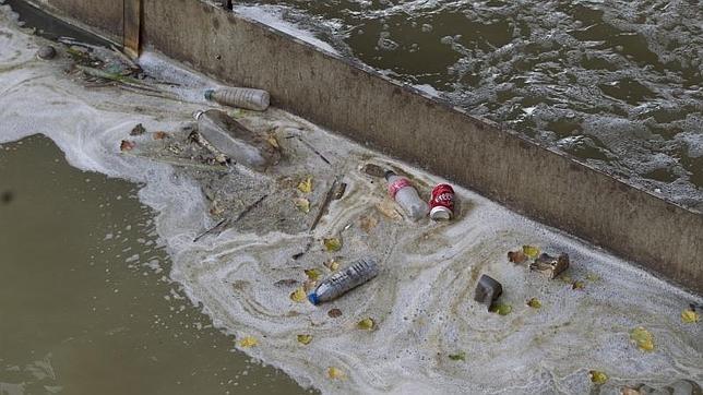 Suciedad en el río Manzanares