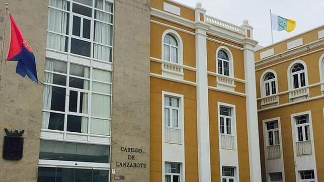La bandera de las siete estrellas, en lo más alto de la sede cabildicia