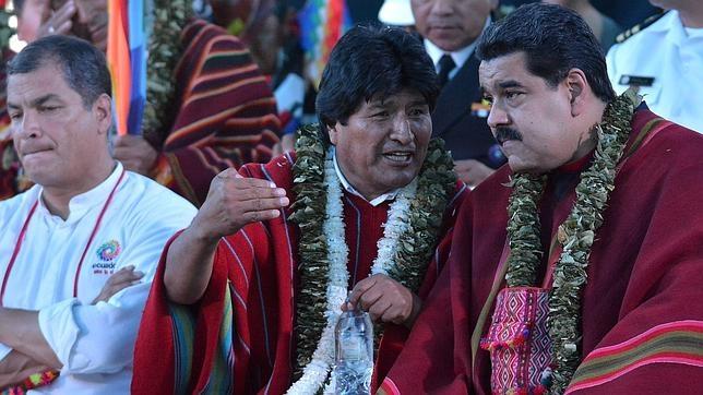 Evo Morales, entre Nicolás Maduro y Rafael Correa, el pasado 12 de octubre en Cochabamba