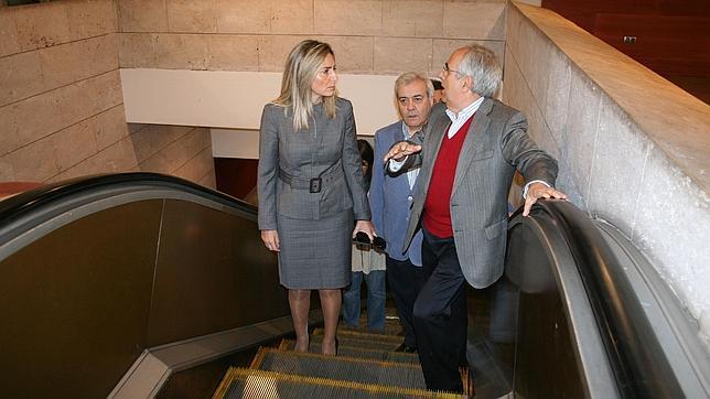 La alcaldesa y el concejal de Seguridad Ciudadana visitaron la estación de autobuses