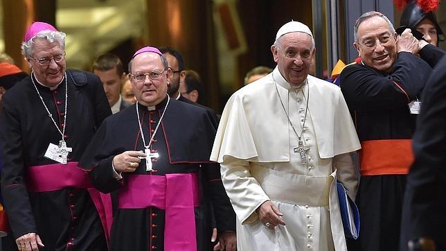 El papa Francisco tras la sesión de ayer del Sínodo sobre la familia celebrada en la Ciudad del Vaticano