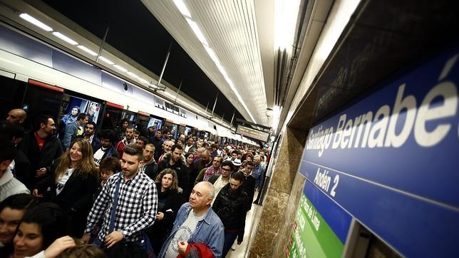 Metiendo Mano En El Metro - Porno TeatroPornocom