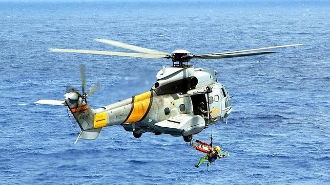 Defensa todav?a no ha podido contactar con los militares del helic?ptero ca?do en el mar