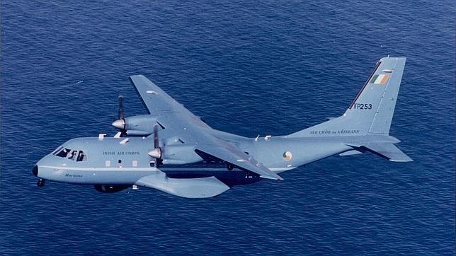 Avión CN-235, que se empleará en labores de rastreo en superficie marítima
