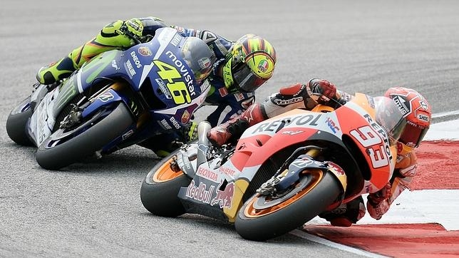 Rossi y Márquez, durante su duelo