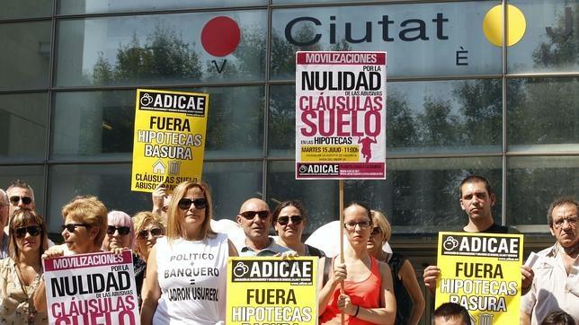 Protesta de ADICAE contra las «cláusulas suelo»