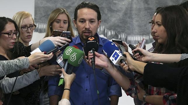 Pablo Iglesias en declaraciones a los medios en la sede de Podemos