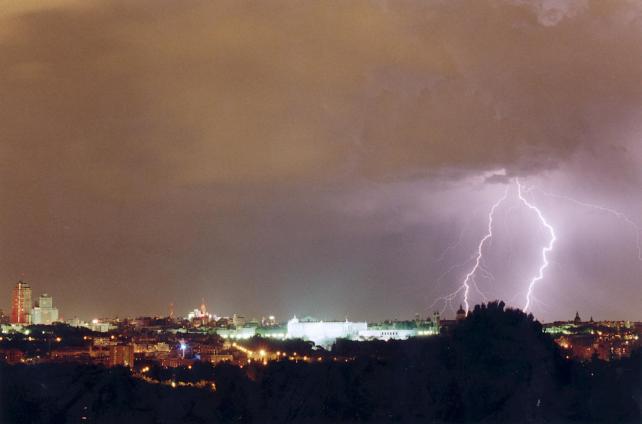 Mil rayos parten el cielo de madrid - El cielo de madrid ...
