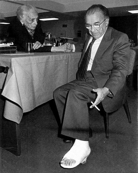 Santiago Carrillo junto a La Pasionaria en 1976