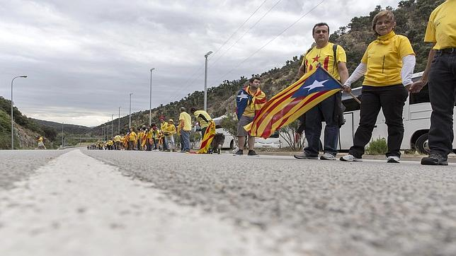 ETA ideó un plan de «desobediencia civil» que ahora propugna la Asamblea catalana