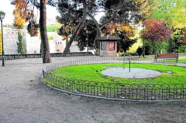 La fuente del Ayuntamiento se traslada a la rosaleda de la Vega