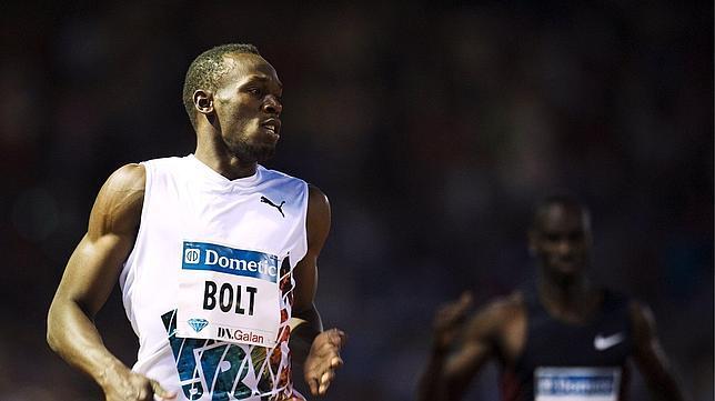 Bolt gana los 200 en su «pista negra»