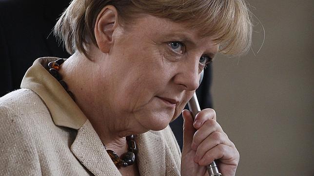 Merkel y Sarkozy se limitan a reiterar que el futuro de Grecia está en el euro