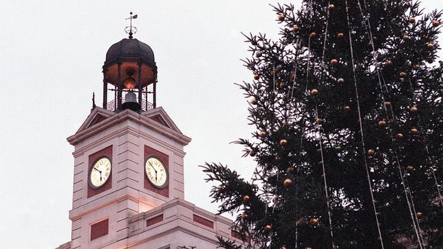 El reloj de la Puerta del Sol, un regalo de un hombre singular