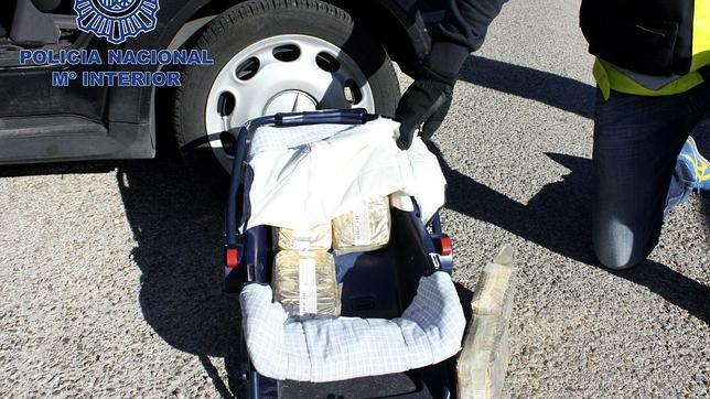 Diez kilos de hachís escondidos en la silla del bebé