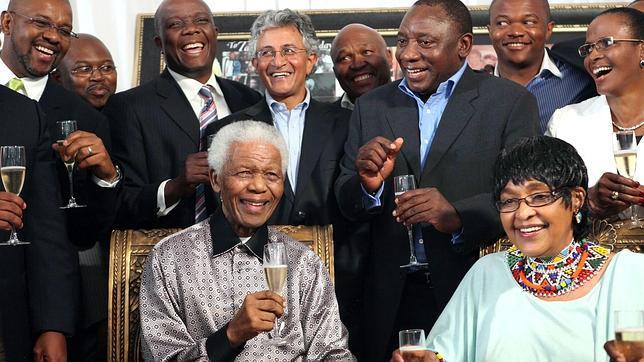 Los cadáveres en el armario del apartheid persiguen a Winnie Mandela
