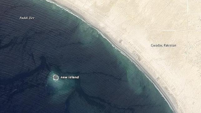 La nueva isla surgida del terremoto de Pakistán, vista desde el espacio