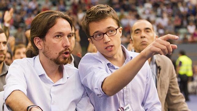Iñigo Errejón (d) junto al líder de Podemos, Pablo Iglesias