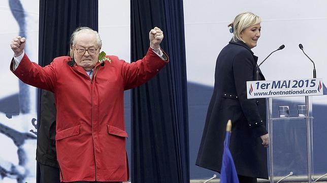 Jean-Marie Le Pen y su hija Marine, en un acto juntos el pasado 1 de mayo