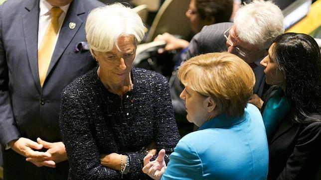 Christine Lagarde y Angela Merkel dialogando en la ONU