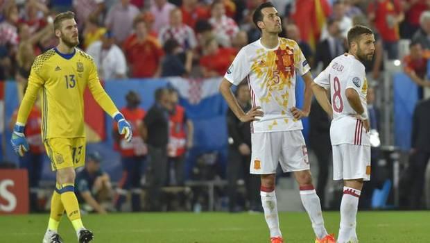 De Gea (i), Busquets (c) y Jordi Alba (i) después del partido.