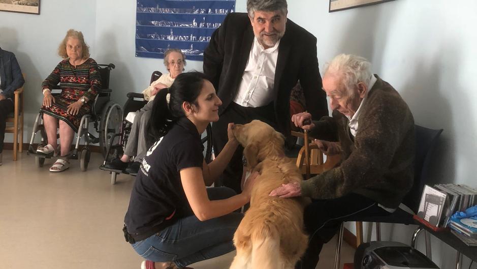 Una de las sesiones terapéuticas a la que ha asistido el director provincial de Bienestar Social, Gregorio Gómez