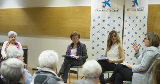 En la imagen, de izquierda a derecha: Nieves Fernández-Espartero, Lourdes Pérez, Laura Peraita e Isabel María Martínez, durante el encuentro en EspacioCaixa Madrid