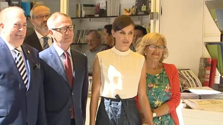 Resultado de imagen para fotos de la reina letizia inaugurando la feria del libro viernes 31 de mayo 2019