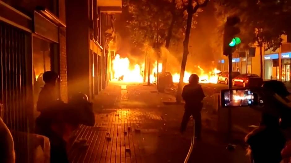 Barcelona incendiada bilaketarekin bat datozen irudiak