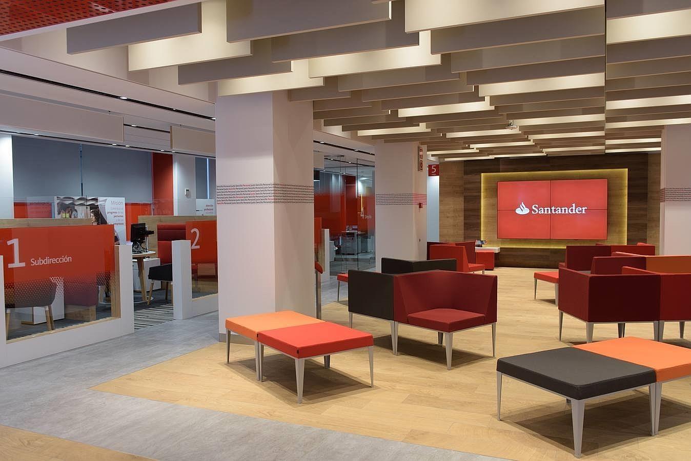 Fotogaler a as ser la oficina del futuro del banco for Banco santander oficinas