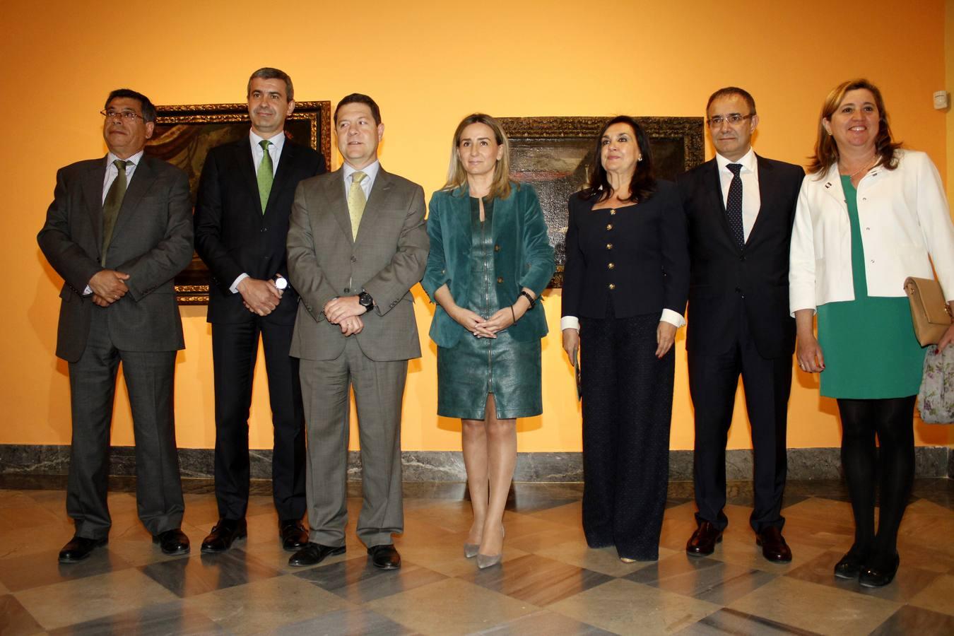 El presidente de Castilla-La Mancha, Emiliano García-Page y la alcaldesa de Toledo, Milagros Tolón, entre otros, en la inauguración de la exposición