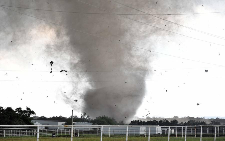 Las im genes de los devastadores efectos de los tornados en oklahoma - Tornados en espana ...