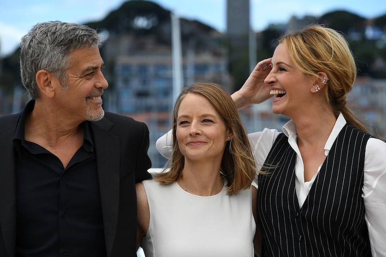 La directora Jodie Foster, junto a los protagonistas de su película «Money Monster», George Clooney y Julia Roberts