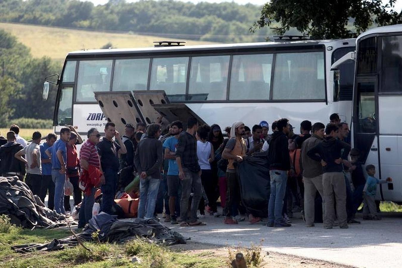 Fotografía tomada desde Gevgelia (Macedonia) que muestra el desalojo del campamento de refugiados de Idomeni