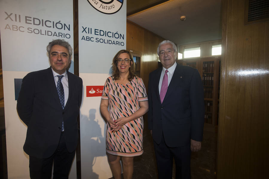 La presidenta de la Diputación de Palencia, Ángeles Armisén junto a Rafael del Río (derecha) y Juan Carlos Prieto Vielba, vicepresidente y director general de la Fundación Santa María la Real del Patrimonio Histórico
