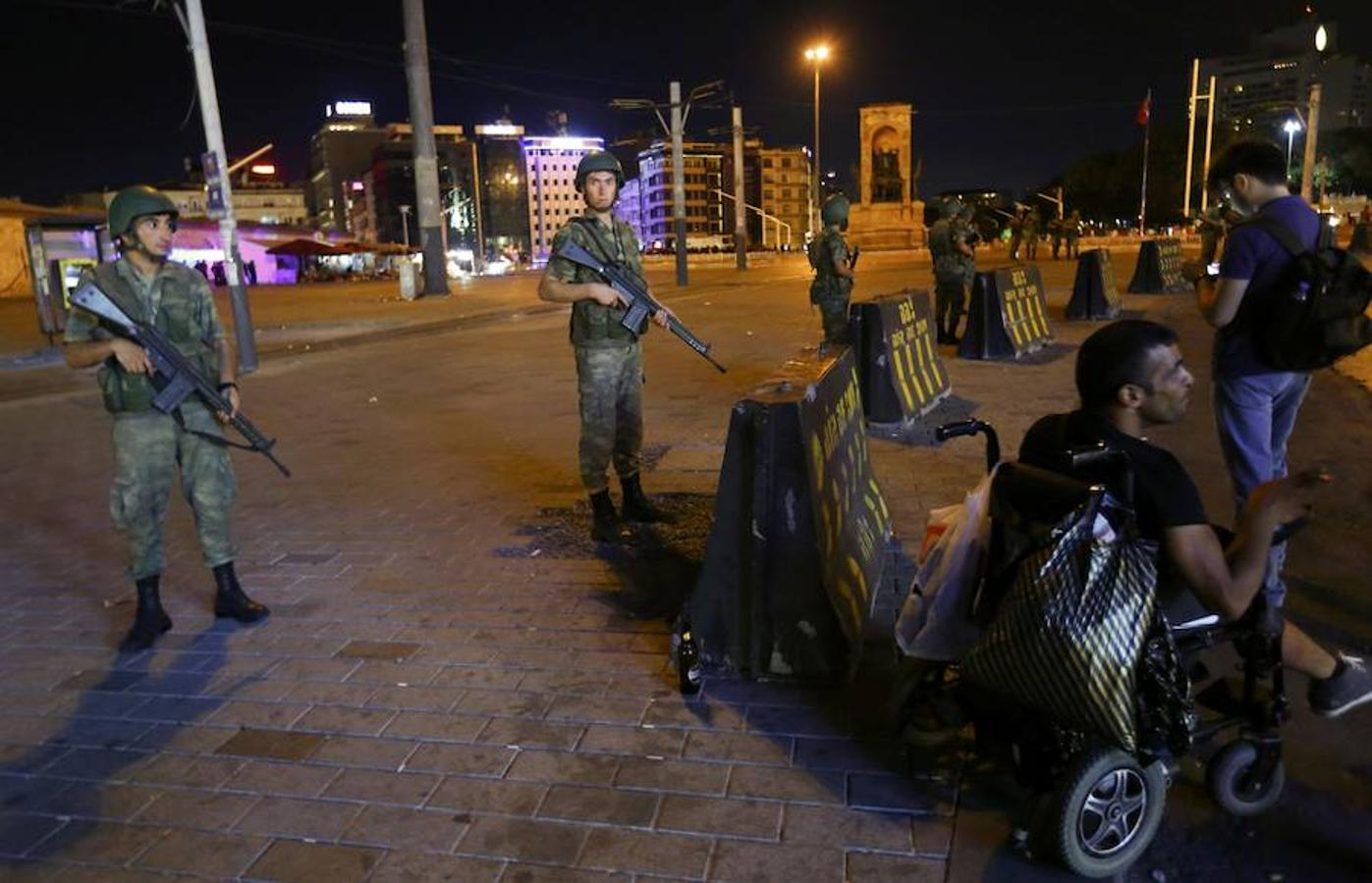 El primer ministro de Turquía, Binali Yildirim, ha informado este viernes de que un grupo de militares se ha sublevado para derrocar al Gobierno