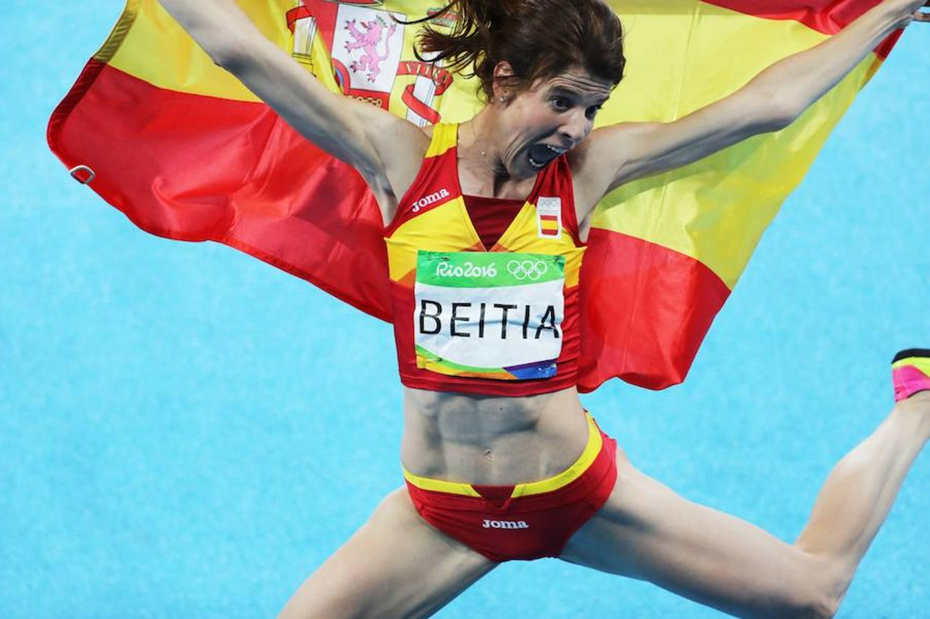 Ruth Beitia celebra el oro conseguido en salto de altura