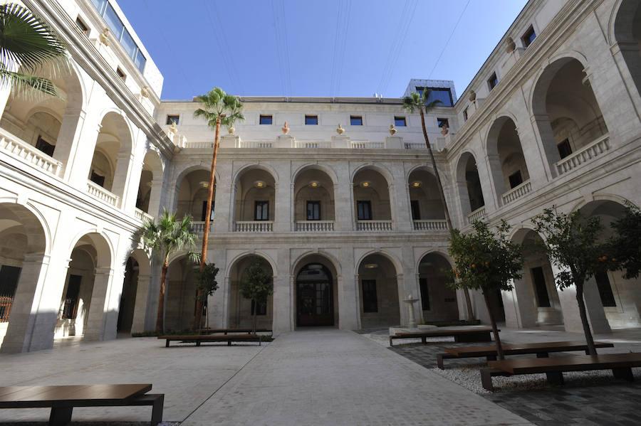 El patio del Palacio de la Aduana, una nueva plaza en el centro de Málaga, puesto que permanecerá abierto al público